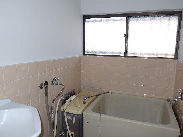 浴室内に設置されたバランス釜
