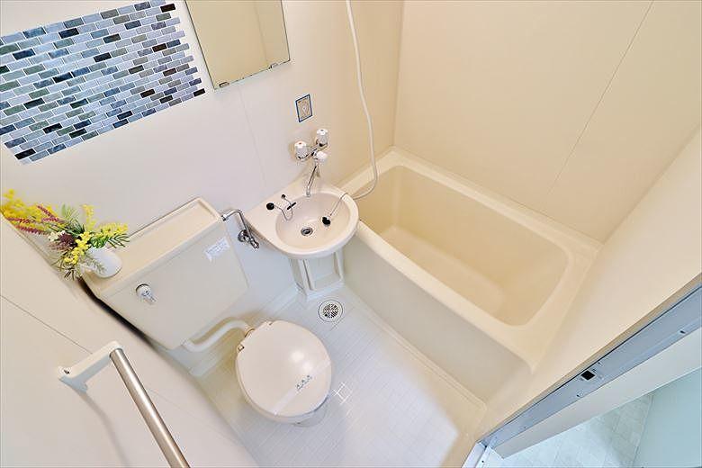防水シートを貼ったバスルーム