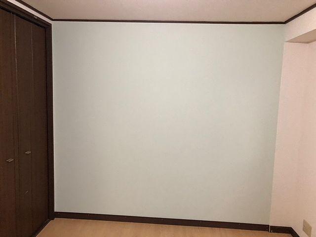 その上に壁材を貼ります