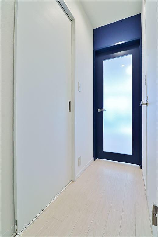 玄関からリビングへの扉