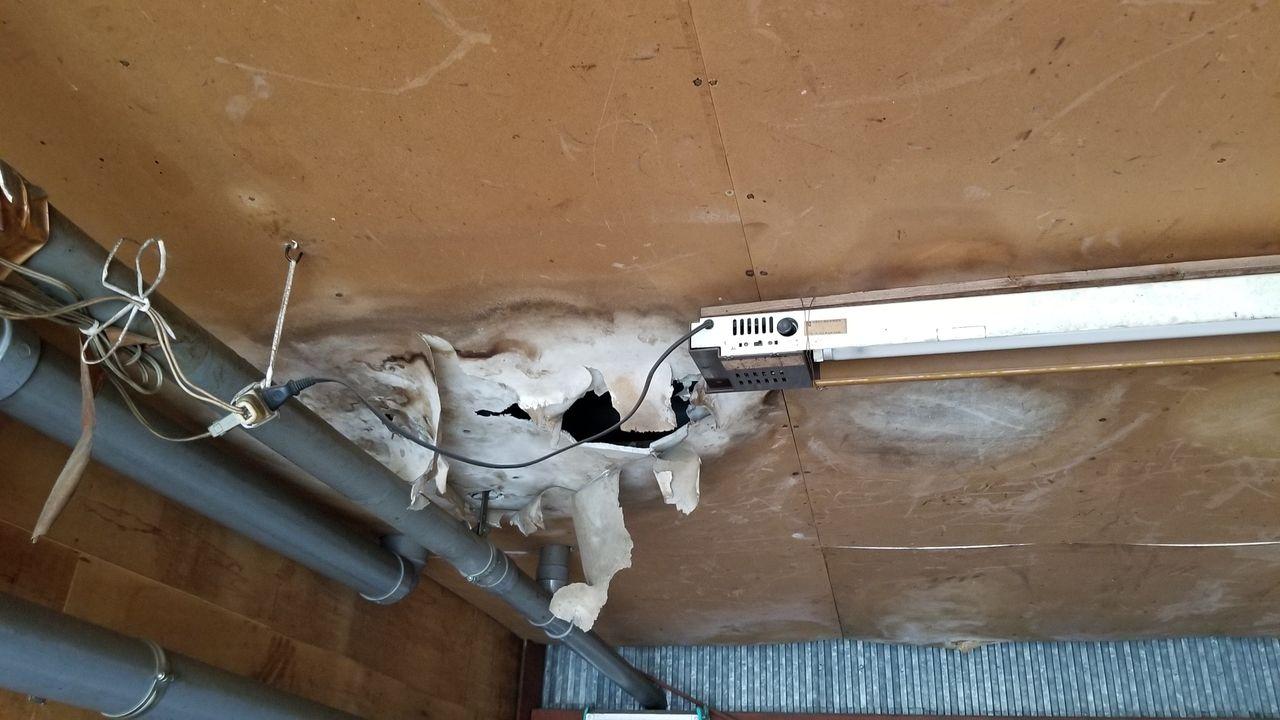 アパートの床から水漏れ