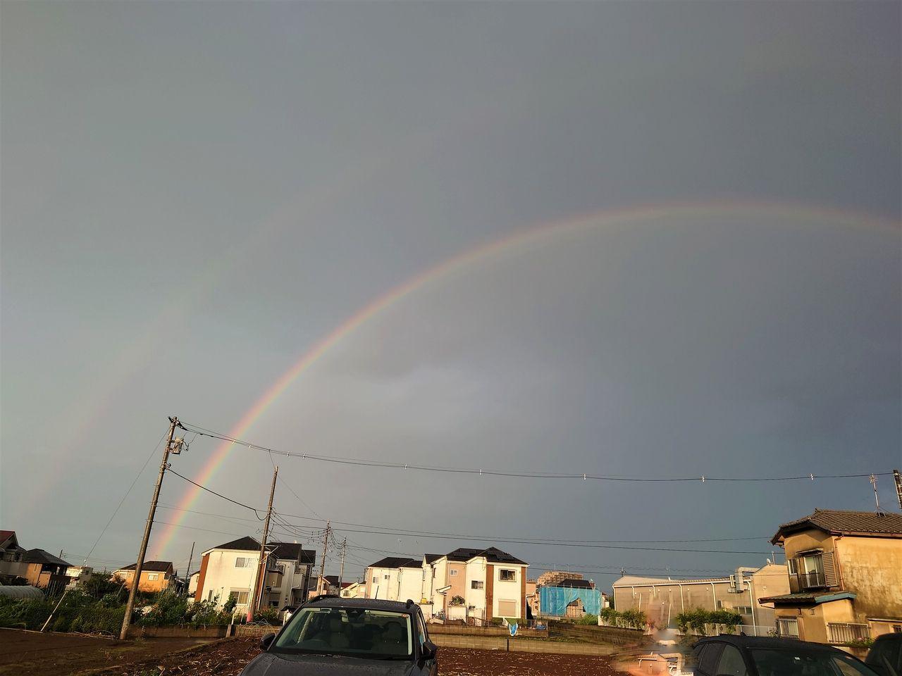 二本の虹がはっきりと見えます