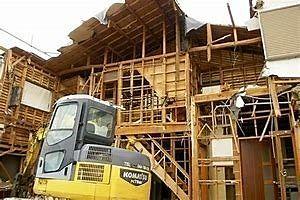 古い戸建ての解体作業