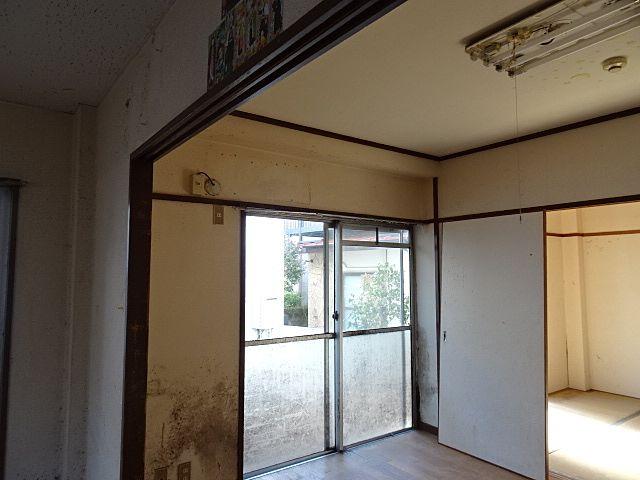 カビだらけの居室壁