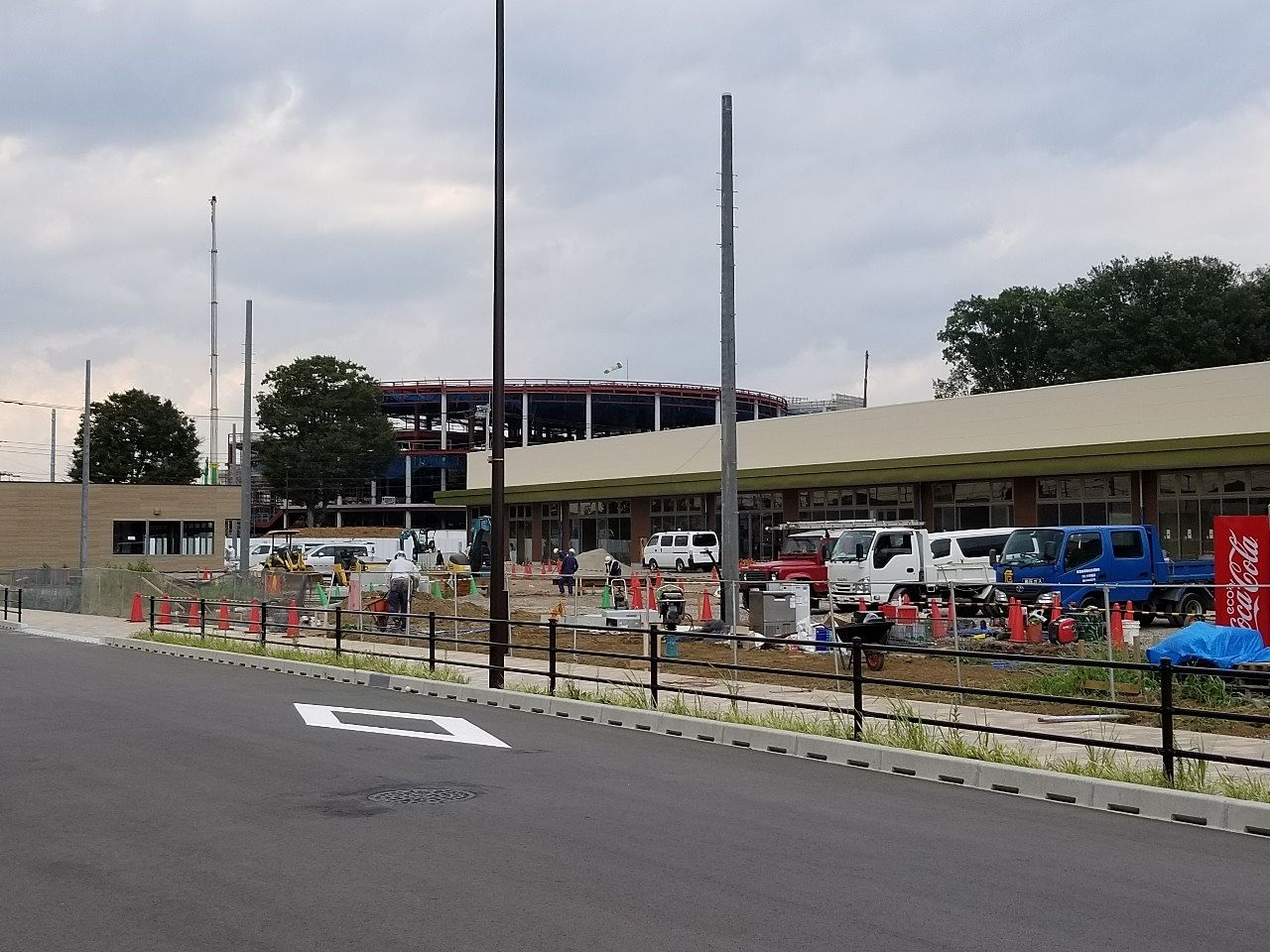 広い敷地に建設中の施設