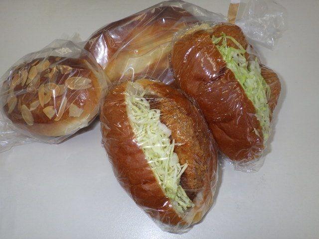お昼用に購入したパン