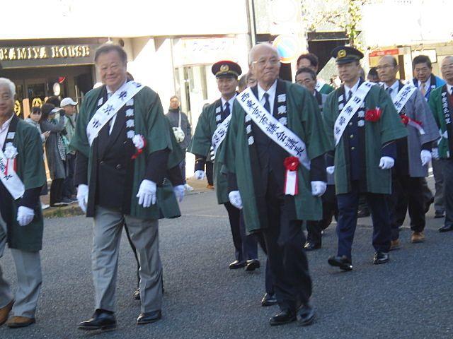 初日のパレードに参列される市長さんたち