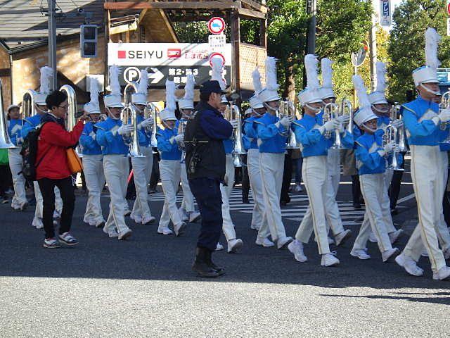 大学生達によるパレード