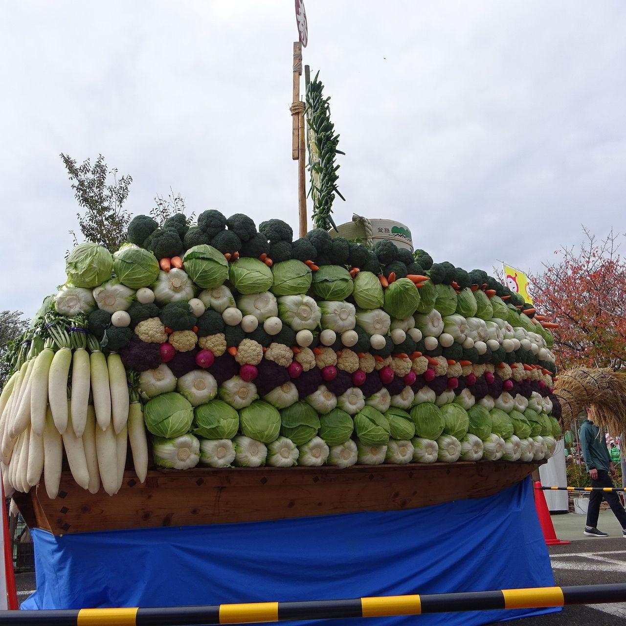 農業コーナー入口の立派な野菜の宝船