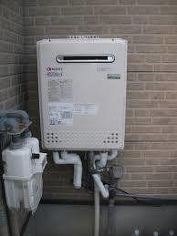 外壁に設置された給湯器
